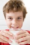 Enfant-verre-de-lait